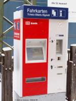 Fahrkartenautomaten/48702/fahrkartenautomaten-mit-netter-zusatzbeschriftung-08012010 Fahrkartenautomaten mit netter Zusatzbeschriftung. (08,01,2010)