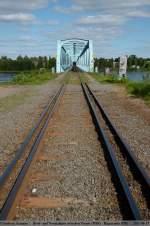 Gleise und Weichen/147292/breit-und-normalspur-zwischen-tornio- Breit und Normalspur zwischen Tornio / FIN und Haparanda / S über die Grenzbrücke des Tornionjoki (Grüne Grenze). (13,06,2011)